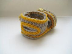 http://crochetdreamz.blogspot.com/2011/04/sporty-sandals-for-boy-or-girl-crochet.html