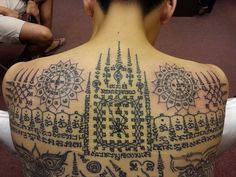 What does thai tattoo mean? We have thai tattoo ideas, designs, symbolism and we explain the meaning behind the tattoo. Symbol Tattoos, Body Art Tattoos, Tattoo Symbols, Tattoo Ink, Muay Thai Tattoo, Khmer Tattoo, Cambodian Tattoo, Pattaya, Pretty Tattoos