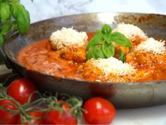 Krämig Italiensk tomatkyckling med parmesan Appetizer Recipes, Appetizers, Lchf, Parmesan, Thai Red Curry, Love Food, Great Recipes, Food To Make, Food And Drink