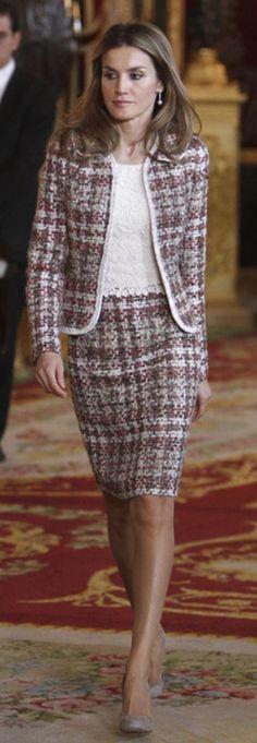 Reine Letizia en tailleur tweed