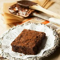 Brownies de chocolate preto e lima