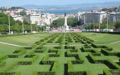 Miradouro do Parque Eduardo VII, Lisboa. All of downtown Lisbon built between two hills can be seen from the top of this sloping park. With a view of the castle and the river, this is a picture-perfect spot. Lisbon Tourism, Portugal Places To Visit, Portugal Trip, Portugal Travel, Morocco Map, Places To Travel, Places To Go, Tour Tickets, Gardens