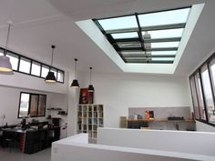 Avant même d'acheter leur maison, l'architecte Claire Dupriez et son mari savaient déjà qu'ils en feraient une demeure où les vieilles pierres côtoieraient des volumes contemporains. Leur ... #maisonAPart
