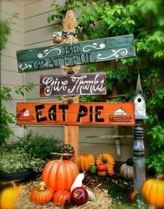 Cute Thanksgiving decor for outside... Miss Abbey you should make this!!!