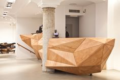 IUTER Store, Milano by Wood-Skin™ wooden sculpture around the rustic column