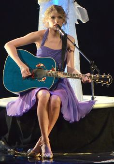 Taylor Swift Challenge  Day 06- my favorite Taylor Swift performance: when it was her Speak Now tour and she performed fearless/hey soul sister/i'm yours on her ukulele