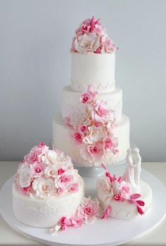 White wedding cake with pink & white flowers