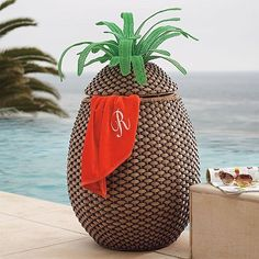 Pineapple Towel Hamper - Frontgate by Frontgate, http://www.amazon.com/dp/B00CF2CN4W/ref=cm_sw_r_pi_dp_nMFSrb116VGW6