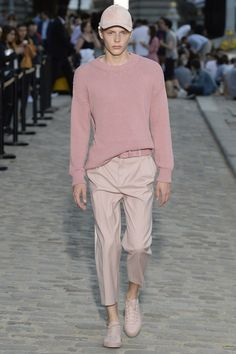 Paul & Joe Spring 2017 Menswear Collection Photos - Vogue - Looking for Hair Extensions to refresh your hair look instantly? KINGHAIR® only focus on premium quality remy clip in hair. Visit - - for more details. Fashion 2017, Look Fashion, Runway Fashion, Street Fashion, Fashion Show, Mens Fashion, Fashion Outfits, Fashion Trends, Fashion Menswear