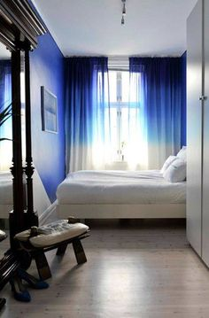 Blue bedroom with ombre curtains Tie Dye Curtains, Ombre Curtains, Blue Curtains, Window Curtains, Velvet Curtains, Rideaux Design, Blue Rooms, Blue Walls, Ombre Walls