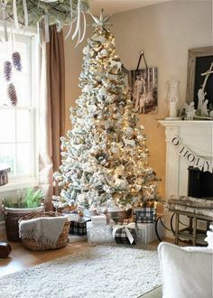20 Christmas Trees in Interiors Messagenote.com Christmas Tree Decorating Idea