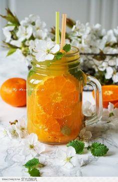 Odprężający drink bezalkoholowy z melisą i mandarynkami… Mojito, Mason Jars, Smoothie, Cocktails, Tea, Mugs, Cooking, Tableware, Ferrero Rocher