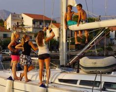 Segeltörn in Dalmatien: Auch auf einem Segeltörn lernen alle spielerisch dem Boot, Auf unseren Familientörns sind Sie übrigens mit modernsten Sportbooten unterwegs.