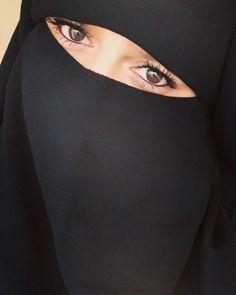 Niqab Eyes, Hijab Niqab, Mode Hijab, Hijab Outfit, Arab Girls Hijab, Muslim Girls, Muslim Women, Hijabi Girl, Girl Hijab