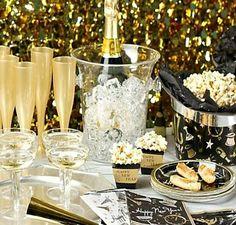 new_years_eve_party_decorations_131 Black and gold with GLAM for the traditional classic and elegant NEW YEAR'S PARTY