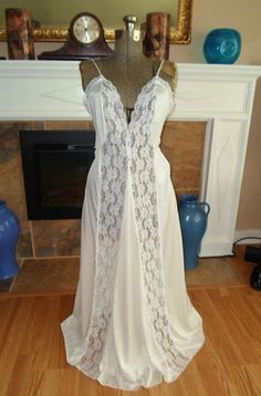 ELEGANT LONG VINTAGE NIGHTGOWN NYLON LACE SMALL VINTAGE LINGERIE 1970'S #Unbranded