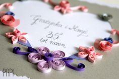 Ręcznie robiona kartka quilling z kwiatami i sercem na 35 rocznicę ślubu | Handmade card with quilled flowers and silver cut-out heart