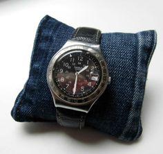 Uhrenkissen bzw. Kissen für Armbänder  Coole Waschung!  Jeansrecycling pur: gefüllt mit Overlockschnitzel von Jeansstoffen    Kissen wird natürlich ohne ...