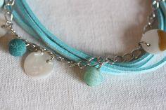 Bracelet fantaisie suédine, chainette, perles et palets nacre : Bracelet par mado-lyne-s