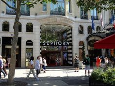 Paris tourist attractions and holiday travel guides to France Sephora, Paris Tourist Attractions, Transport Map, Different Makeup Looks, Youre Doing It Wrong, Makeup Lessons, Shop Around, Walk Out, Champs Elysees