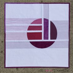 Violet Calm: Mini Quilt Love how the thread colors in the machine quilting extend this design. Quilting Projects, Quilting Designs, Sewing Projects, Art Quilting, Quilting Ideas, Circle Quilts, Quilt Blocks, Quilt Kits, Quilt Top