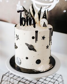 This cake by @thecakesurgeon was out of this world (pardon the pun)! ⠀ Photo @tinashawal⠀ Cake Topper @_etched⠀ ⠀ #spaceparty #astronautparty #perthkidsparties #perthpartystylist #perthpartyplanner #perthcreatives #perthpop #bespokeparties #allthepretty #theperthcollective #partywithlenzo #100layercakelet #theperthcollective #ohitsperfect #catchmyparty #100layercakelet