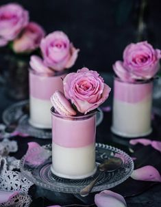 Shared by Elisa ♔. Find images and videos about food, dessert and yumm on We Heart It - the app to get lost in what you love. Fancy Desserts, Delicious Desserts, Dessert Recipes, Yummy Food, Individual Desserts, Dessert Presentation, Dessert Shooters, Beautiful Desserts, Food Decoration