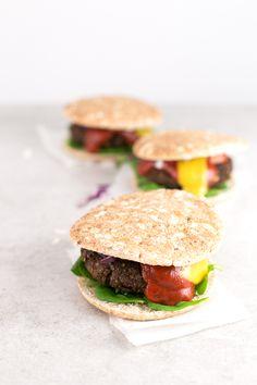 Hamburguesas veganas (cómo reutilizar la pulpa de los zumos) - Estas hamburguesas veganas son perfectas para reutilizar la pulpa de los zumos y no desperdiciar comida. Se preparan en un momento y están riquísimas.
