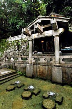 """音羽の滝 Kiyomizu temple,Kyoto There is a """"otowa no taki"""" in Kiyomizu temple. """"Otowa no taki"""" is three tiny waterfall. Those three waterfall have each story. First, health.Second, beauty.Finally, success. When you drink that water, I hear your dream come true."""
