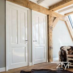 Architraaf als deurlijst in deze woonboerderij is schitterend in hoogglans. Escape Plan, Fixer Upper, Home Crafts, Beams, Home Improvement, Sweet Home, New Homes, Flooring, Living Room