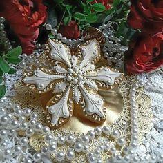 Jeweled, a glistening snowflake cookie by Teri Pringle Wood