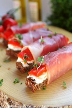Wo die Liebe den Tisch deckt: Brot-Pralinen Party Snacks, Party Finger Foods, Antipasto, Prosciutto, Paprika, Appetizer Recipes, Snack Recipes, Lunch Wraps, Brunch Party