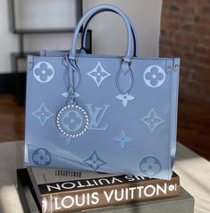 "💋 on Twitter: ""LV Tote Bag… "" Louis Vuitton Shoes, Vuitton Bag, Luxury Purses, Luxury Bags, Chanel Handbags, Purses And Handbags, Lv Tote, Novelty Bags, Unique Purses"