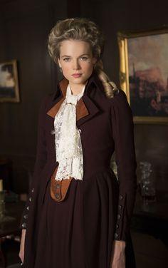 Caroline Penvenen (Gabrielle Wilde)