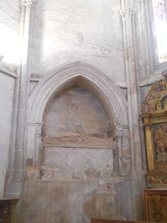 Sepulcro del abad Sancho Diaz de la Mata, del monasterio de Santiago de Peñalba, muerto en 1513. Capilla de San Isidro o de San Jerónimo