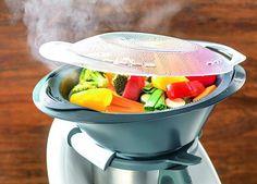 Il Bimby, si sa, è un grande aiuto per preparare ricette gustose e light in meno che non si dica! Zuppe, secondi piatti, pesce, verdure e ogni tipo di leccornia utilissima anche in un piano aliment…