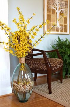 Put your cork collection to good use and check out this popular collection of cork projects for your home and cork crafts. Wine Decor, Vases Decor, Table Decorations, Bottle Centerpieces, Artificial Flower Arrangements, Vase Arrangements, Deco Floral, Diy Garden, Cork Crafts