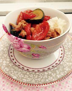 Meine Großtante hat mich zu diesem leckeren Gericht inspiriert. Leider habe ich schon sehr lange kein leckeres Wok Gemüse gemacht. Dank meiner Großtante, welche mich am Wochenende sehr lecker thail…