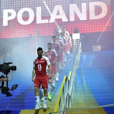 Tak jest, Panie Kapitanie! 😍 Półfinał 😍💪🏐🔥🔥🔥 #siatkówka #volleyball #pallavolo #poland 🇵🇱 #italy 🇮🇹 #semifinal #worldchampionship… Volleyball Team, Semi Final, World Championship, Poland, Basketball Court, Wall Photos, Sports, Passion, Life