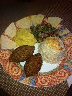 Para terminar esta serie de recetas árabes, tenemos el plato de esta serie que más variaciones puede tener, en este caso con pollo y almendr...