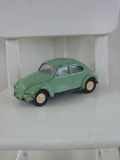 vintage volkswagen beetle. i LOVE this little green car!!
