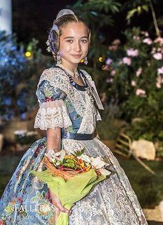 Fòrum Faller Independent - MARIA DONDERIS: F.M.I.V.-2015. - Les muses de la festa Traditional Fashion, Poses, Culture, Medieval, Costumes, Outfits, Colors, Dresses, Petticoats