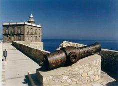 Año y Faro de Melilla la ViejaCañón y Faro de Melilla la Vieja, España