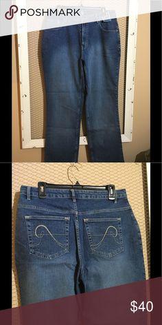 Avenue Stretch Boot Cut Jeans Size 14 BNWT Avenue Stretch Boot Cut Jeans Size 14 98% cotton, 2% spandex Avenue Jeans Boot Cut