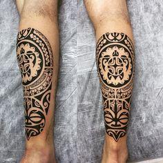 Panturrilha em uma sessão estendida. #maoritattoo #maori #polynesian #tatuagemmaori #tattoomaori #polynesiantattoos #polynesiantattoo #polynesia #tattoo #tatuagem #tattoos #blackart #blackwork #polynesiantattoos #marquesantattoo #tribal #guteixeiratattoo #goodlucktattoo #tribaltattooers #tattoo2me #inspirationtatto #tatuagemmaori #blxckink #tiki #turtle #ohana