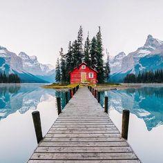 Maligne Lake, Jasper National Park, Alberta, Canada | Photo edited by Robert Jahns
