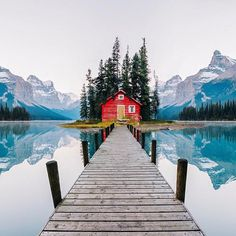 Maligne Lake, Jasper National Park, Alberta, Canada | Photo edited by Robert Jahns