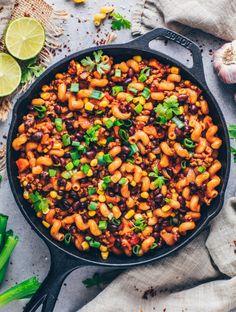 One-Pot Mexican Taco Pasta (Vegan and Easy Recipe) Enchilada Pasta, Vegan Mexican Recipes, Vegan Recipes, Vegan Food, Vegan Pasta, Vegan Meals, Vegan Vegetarian, Enchiladas, Vegan Mince