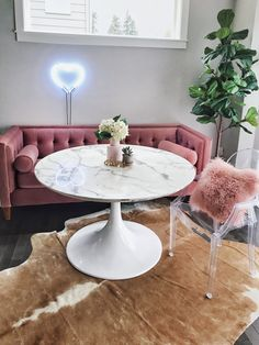 mentions J'aime, 74 commentaires - Sabrina Home Office Design, Home Office Decor, Home Interior Design, House Design, Home Decor, Living Room Plan, Living Room Modern, Plastic Dining Chairs, Art Deco Home