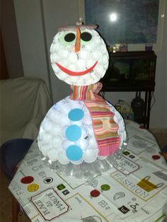 Muñeco de nieve con vasos
